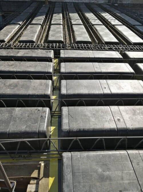 قراردادن آرماتور تیرچه سقف وافل یکطرفه در سقف