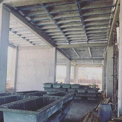 قالب برداری سقف وافل و نمای زیر سقف پس از بتن ریزی